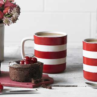 Hrnek Red Stripes 280ml - Cornishware